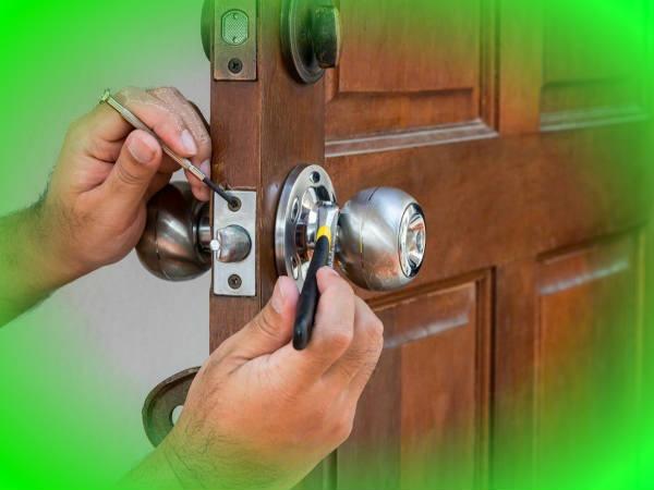 serratura bloccata porta di casa