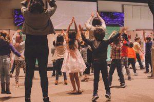 la scuola di ballo aiuta i giovani ad emergere dalle monotonie e difficoltà